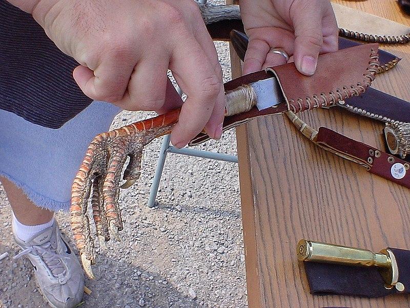 File:Chicken foot knife.jpg
