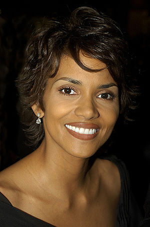 English: Halle Berry in Beverly Hills, Califor...