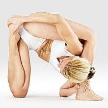 Mr-yoga-pied-derrière-tête-lézard-pose.jpg