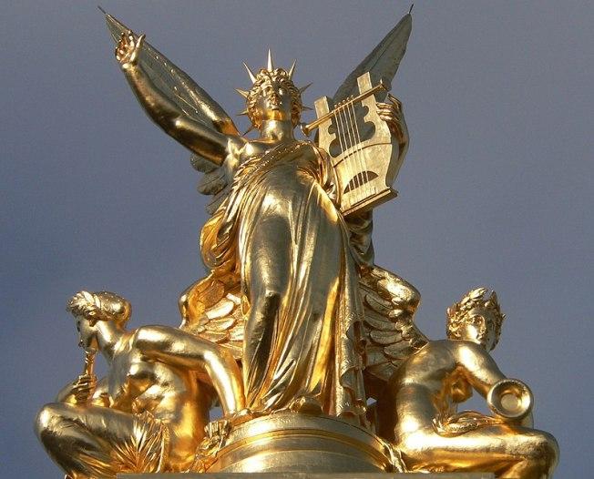 Allégorie de la musique sur le toit de l'Opéra Garnier à Paris. (définition réelle 2100×1692*)
