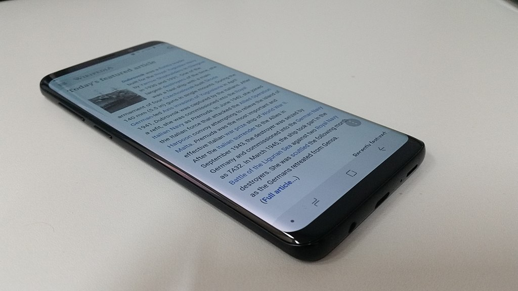 File:Samsung Galaxy S9+ and Wikipedia. side view.jpg - Wikimedia Commons