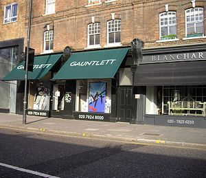 English: Shop fronts in Pimlico Road Most of t...