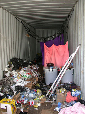 English: Container used for illegal immigratio...