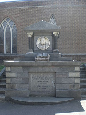 English: This is the tomb of Charles Spurgeon ...