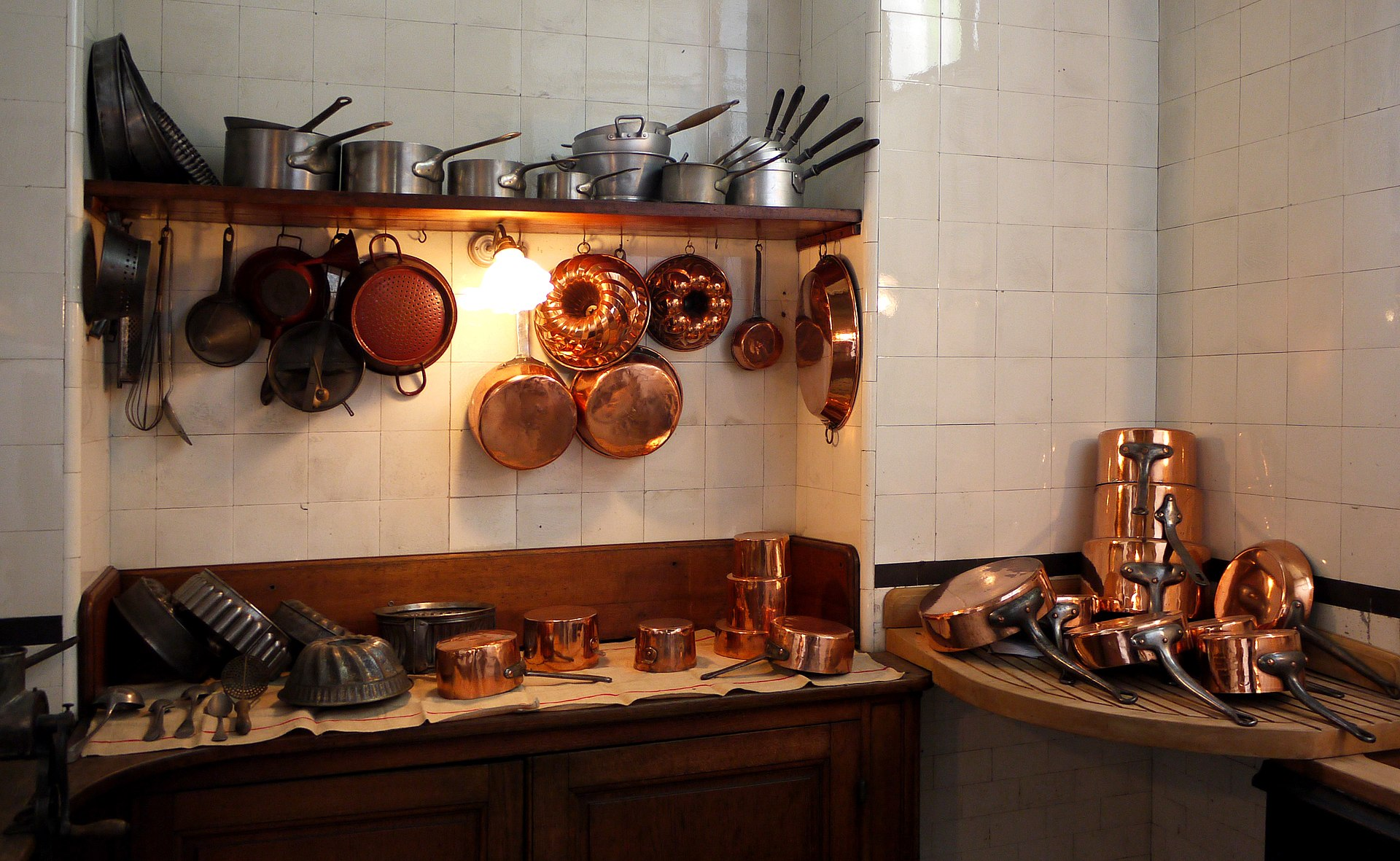 european kitchen gadgets wood tile floor batterie de cuisine wikipedia