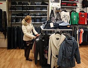 English: Clothing store in Chep Deutsch: Bekle...