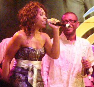 English: Divine Brown performing with Youssou ...