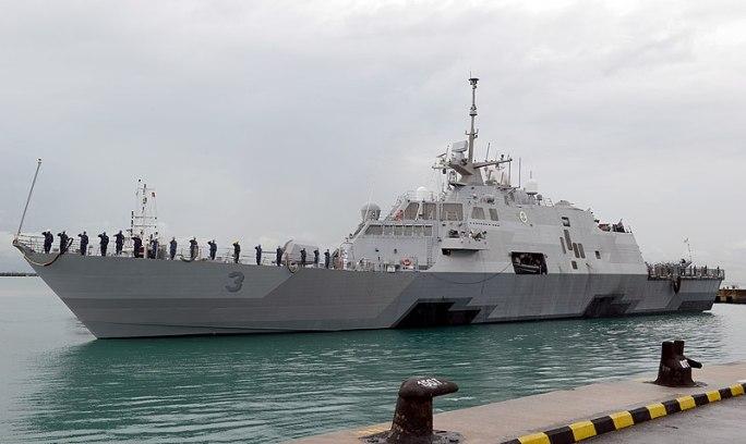 File:USS Fort Worth arrives as Changi Naval Base (141229-N-YU572-158).jpg