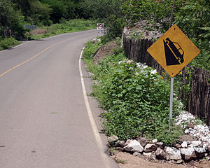 English: Very steep hill traffic sign