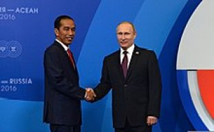 Joko Widodo and Russian President Vladimir Putin, 20 May 2016