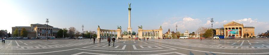 Vista da Praça dos Heróis, um dos ícones da cidade.