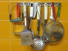 keep utensils organized in kitchen