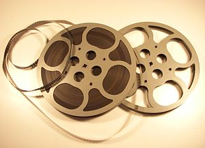 English: 16 mm film reel Svenska: 16 mm filmhjul