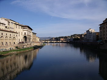 English: Taken from the Ponte Vecchio in Flore...