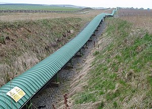 English: Conveyor belt This covered conveyor b...