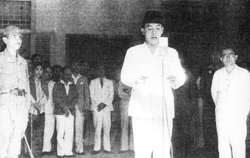Berkas:Indonesia declaration of independence 17 August 1945.jpg