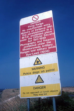 Official Secrets Act warning sign on quayside ...