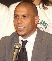 Ronaldo, campeão da Chuteira de Ouro em 2002.