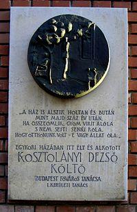 Kosztolányi emléktábla a Logodi utca és a Tábor utca sarkán