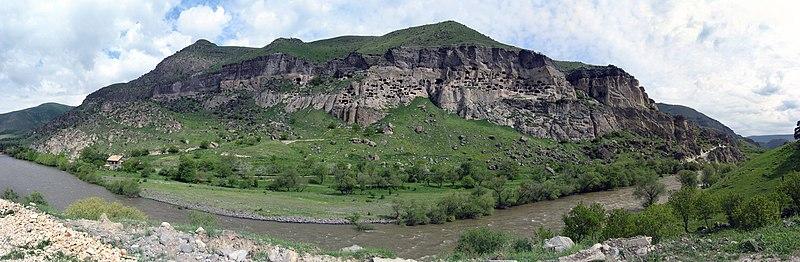 File:Panorama Wardzia.jpg