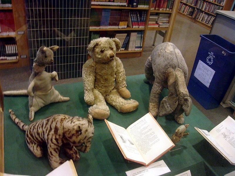 Zabawki Christophera Milne'a, które stały się kanwą do stworzenia postaci przez jego ojca, Alana Alexandra