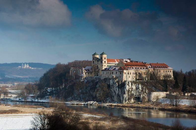File:Opactwo Benedyktynów w Tyńcu w zimowej szacie.jpg