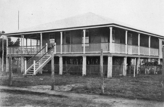 File:StateLibQld 1 117000 High set timber homestead at Charleville with wrap-around verandahs, ca. 1925.jpg