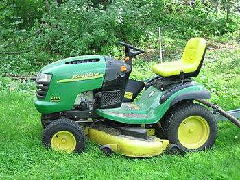 English: A John Deere L120 lawn mower in a Fin...