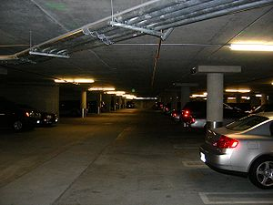 English: Parking garage.