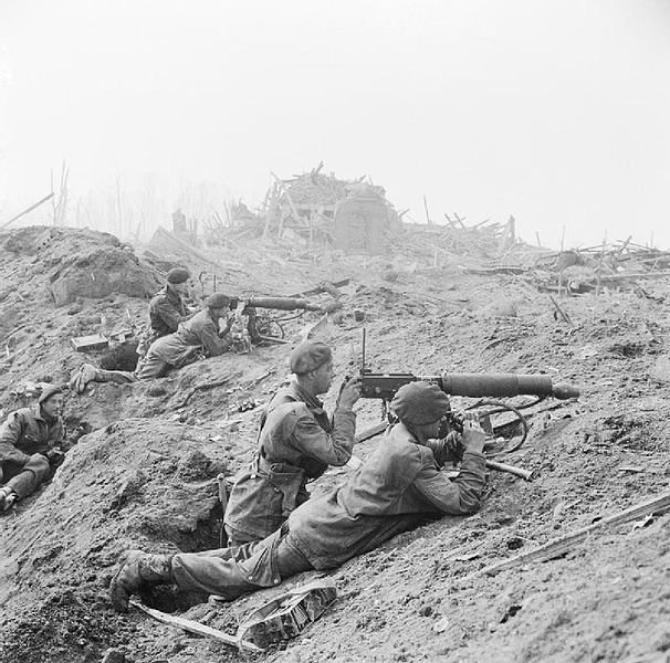 File:British commandos in the shattered outskirts of Wesel.jpg