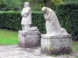 Käthe Kollwitz: The Grieving Parents, a memori...