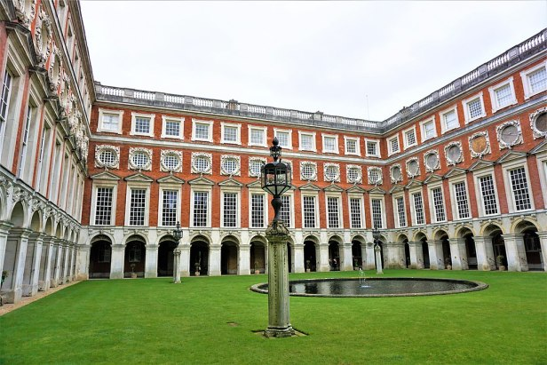 The Fountain Court - Hampton Court Palace - Joy of Museums