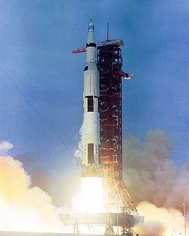 real rocket ship diagram blue sea add a battery wiring saturn v wikipedia apollo 10 launch jpg