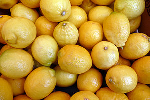 English: Lemons in a parisian market