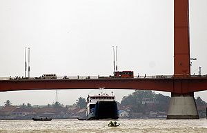 English: Ampera Bridge, Palembang Bahasa Indon...