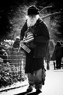 https://i0.wp.com/upload.wikimedia.org/wikipedia/commons/thumb/f/f6/Homeless_Veteran_in_New_York.jpeg/256px-Homeless_Veteran_in_New_York.jpeg
