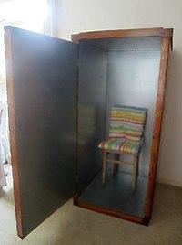 Um acumulador de orgônio com a porta aberta