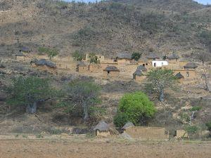 http://upload.wikimedia.org/wikipedia/commons/thumb/f/f6/Rural_village_near_Sumbe%2C_Angola.jpg