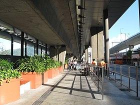 機場(地面運輸中心)巴士總站 - 維基百科。自由的百科全書