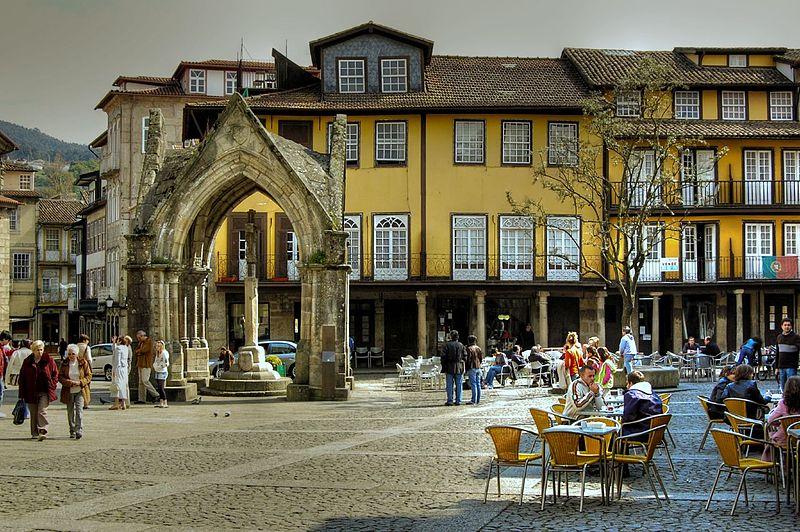 Praça da Oliveira.