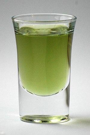 English: A shot glass of green Chartreuse Deut...