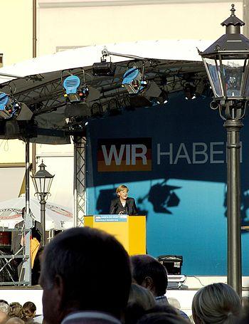 Deutsch: Angela Merkel auf einer Wahlkampfvera...