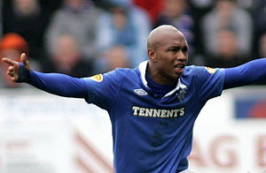 El Hadji Diouf ..complains to the Assistant Re...
