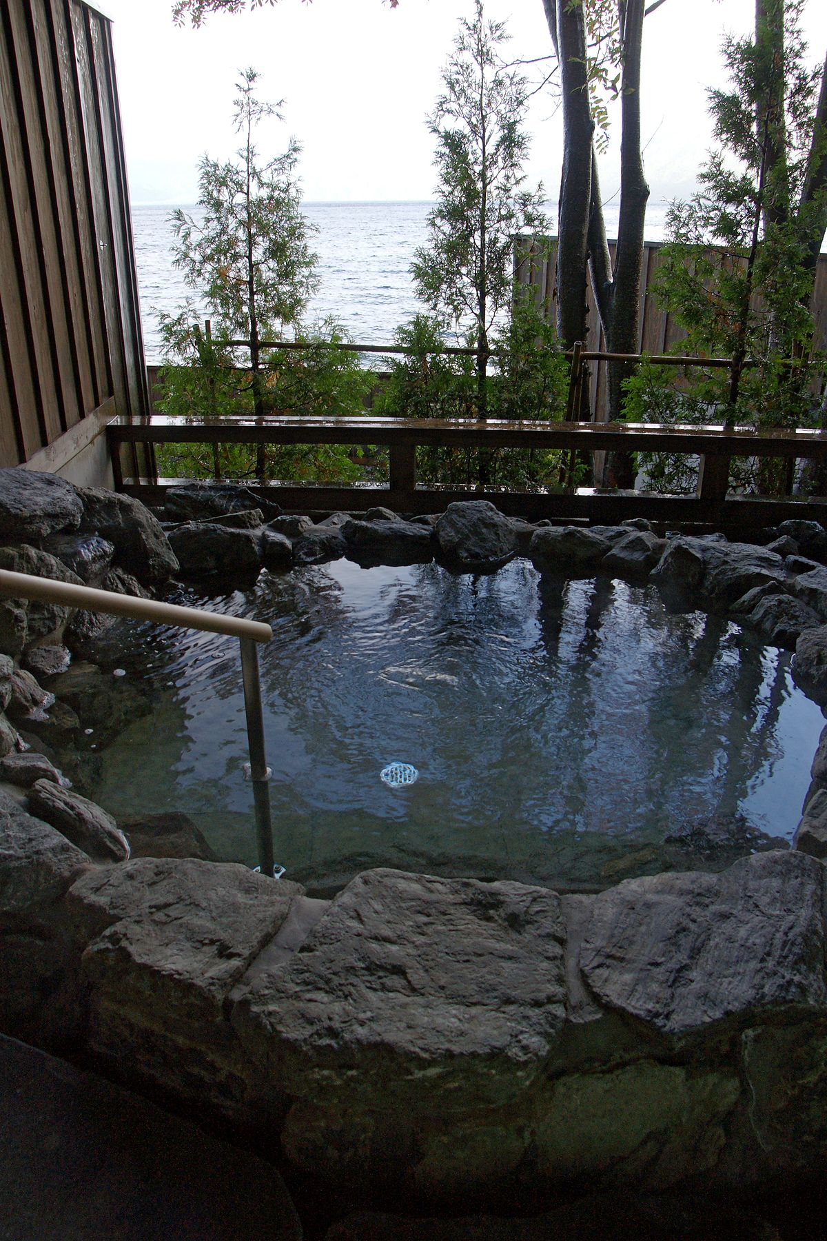 支笏湖溫泉 - Wikipedia