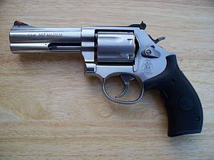 English: Smith & Wesson, Model 686 Plus Medium...