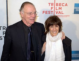 English: Nicholas Pileggi and Nora Ephron at t...