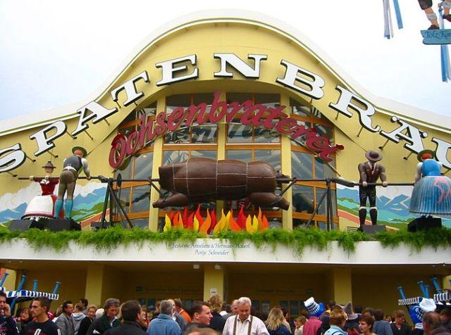 Oktoberfest 2005 - front ot the Ochsenbraterei