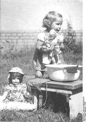 Bundesarchiv Bild 183-2005-0823-514, Kleines M...