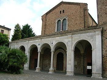 English: Facade of the Basilica of Sant'Apolli...