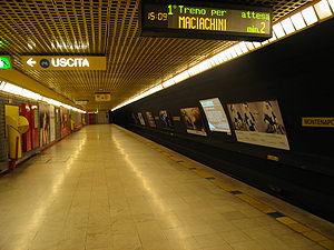 Italiano: La stazione Montenapoleone della lin...